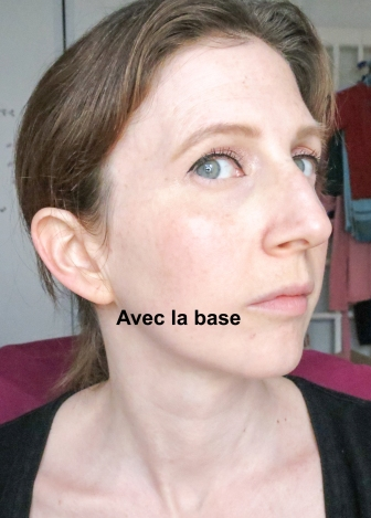 avec la base de teint  That Gal, Benefit