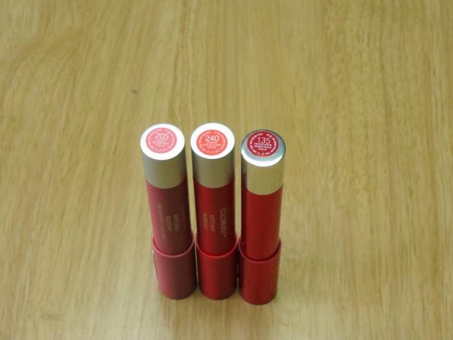 Revlon Colorubrst Balms, debout, gauche à droite: 205, 240, 135