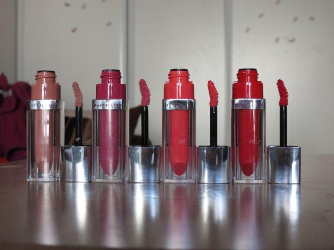 Color Elixirs, Laque à Lèvres, Gemey Maybelline Gauche à droite: Nude Illusion, Rose Redefined, Alluring Coral, Signature Scarlet